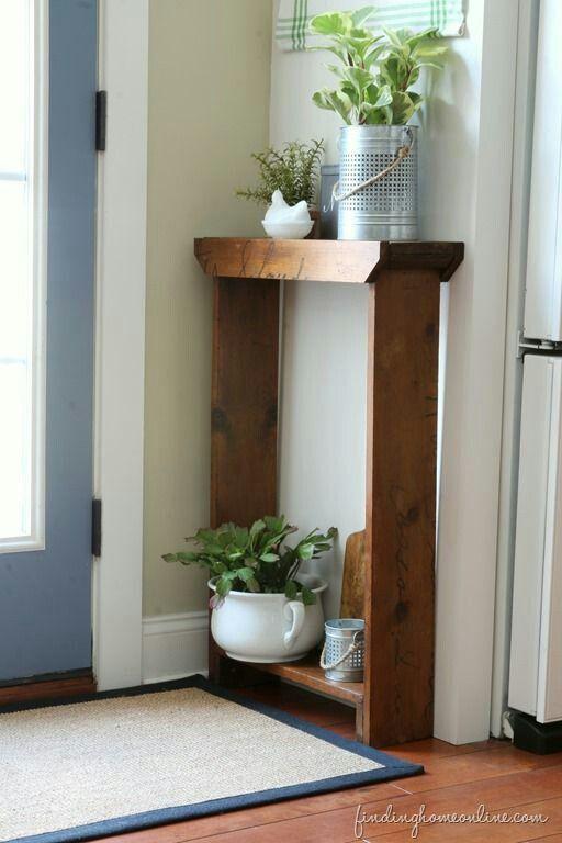 Mueble estrecho de madera para entrada peque a detalle de - Muebles para plantas ...