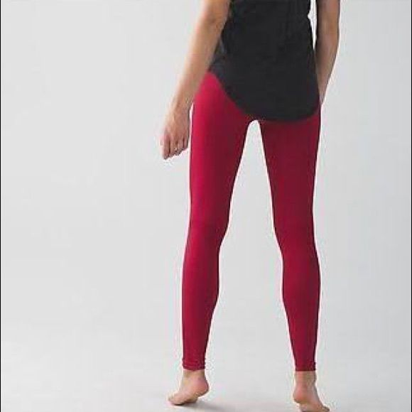 ❤️❤NWOT Zone in Tight Lulus!! ❤️❤️ Brand new, it's been worn once. No pilling or stains. Beautiful red color. High waisted lululemon athletica Pants Leggings