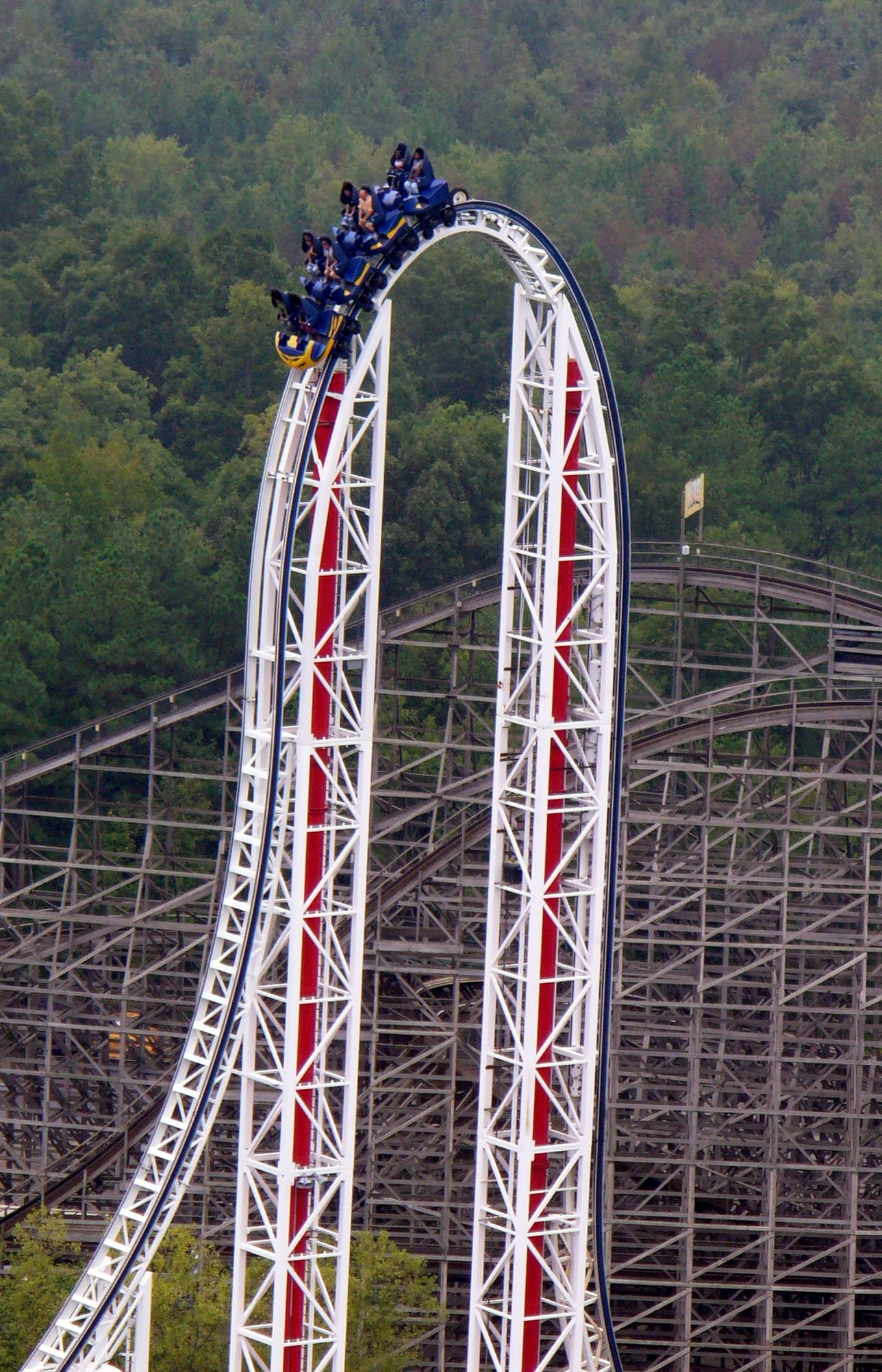 File Hypersonic Jpg Coasterpedia The Roller Coaster Wiki Roller Coaster Roller Coaster Ride Theme Parks Rides