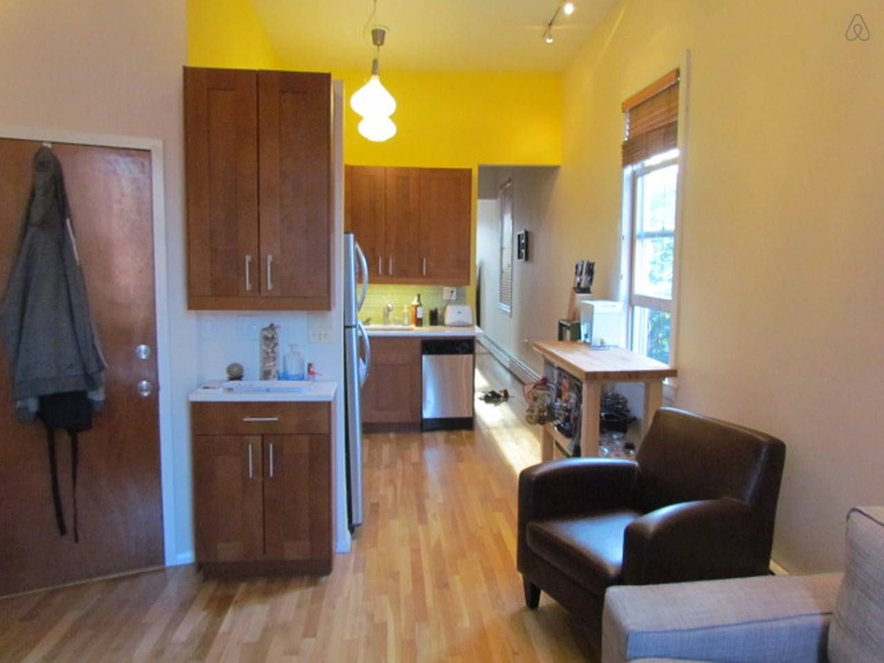 1 Bed Room Apt With Deck Yard In Jersey City Vacation Home Condo Rental Home