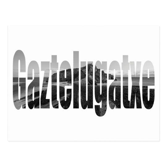 Postal con el nombre de Gaztelugatxe y el paisaje de fondo