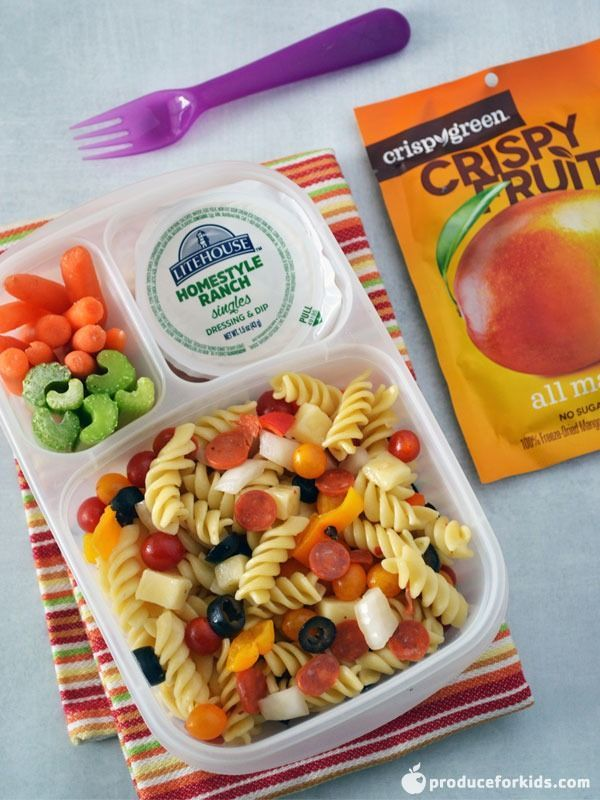 Pizza Pasta Salad Lunchbox All your favorite pizza toppings, but in a fun make-ahead pasta salad that's perfect for lunchboxes! Full of fresh veggies like tomatoes, peppers and onions, plus cubed cheese, mini pepperoni and olives, this pasta salad is easy to customize with whatever you have on hand or your kids enjoy.
