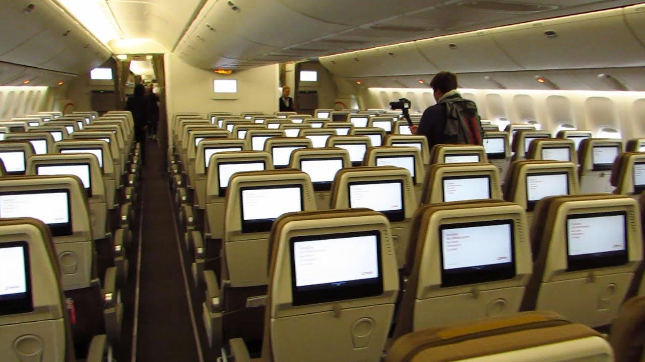 CABIN TOUR Swiss Boeing 777300ER Economy, Business and