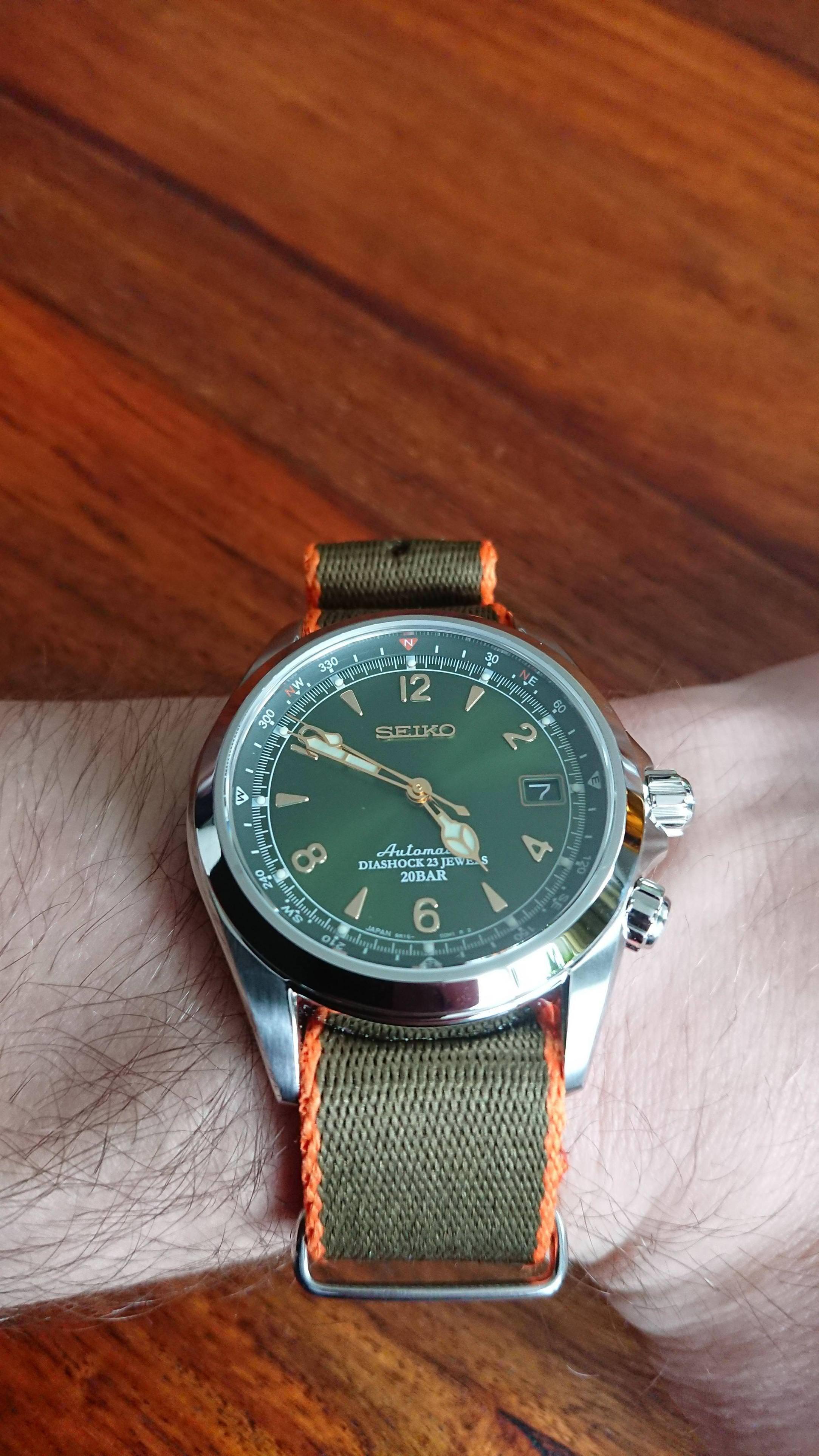 2266f6afebf Pin de Igor Krahenbuhl em Trendy Watches