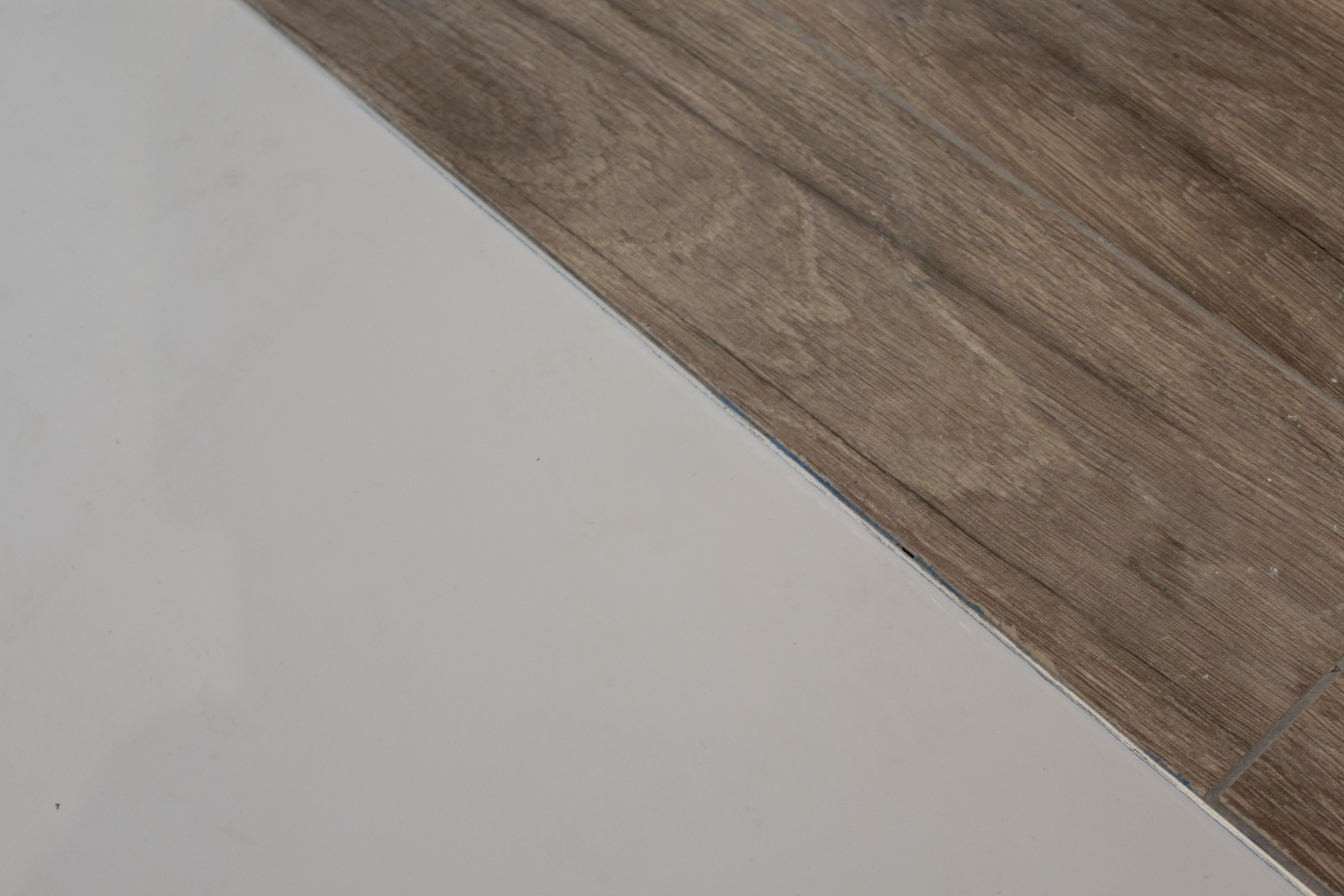 Een combinatie van kunststof en hout motion gietvloeren