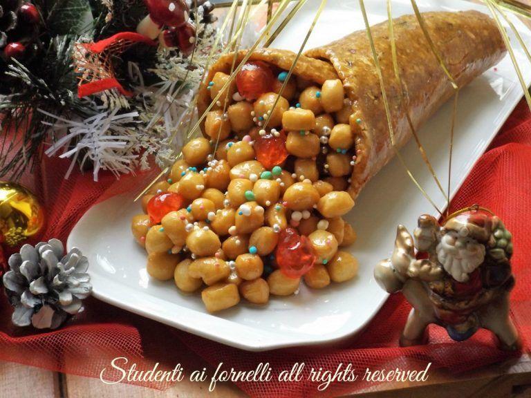 Dolci Di Natale Di Napoli.Cornucopia Con Struffoli Ricetta Dolce Tipico Natale