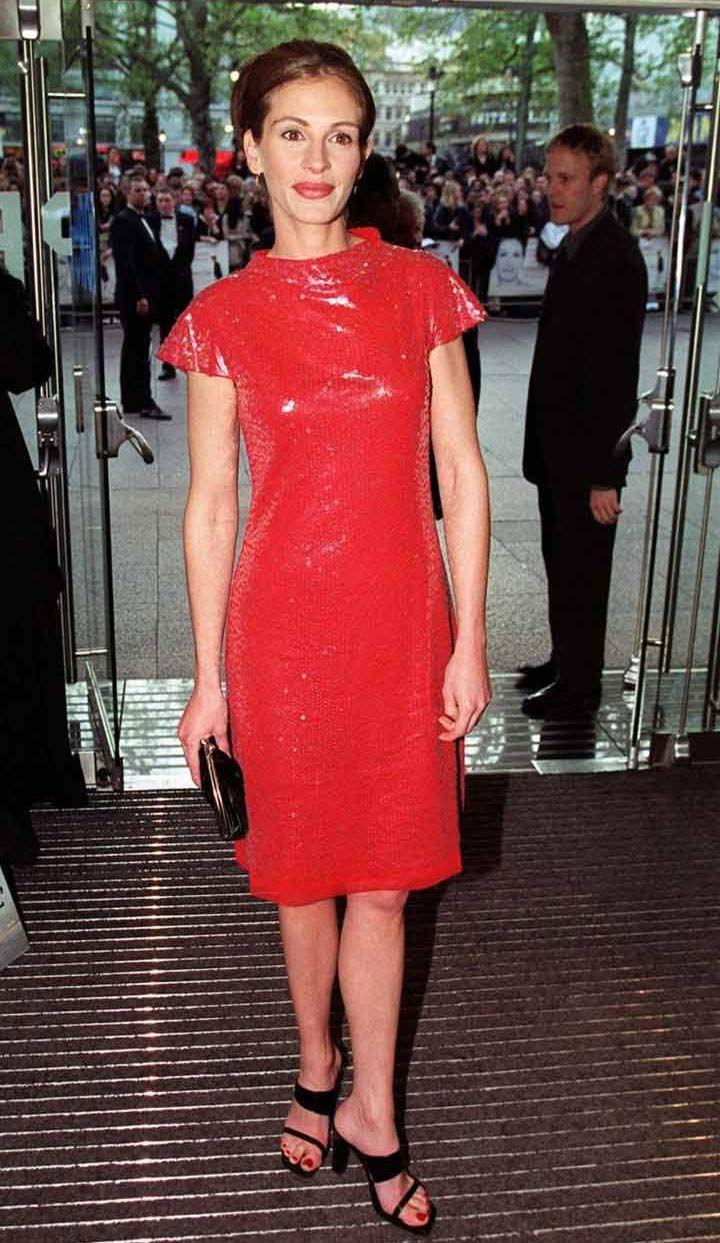Julia Roberts In Vivian Tam Notting Hill Premire Leicester Square London April 27 1999 Fashion Short Sleeve Dresses Dresses [ 1243 x 720 Pixel ]