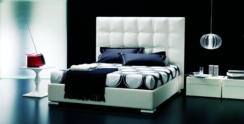 Schlafzimmer Ausstattung ~ Schwarze möbel und wandgestaltung im luxus schlafzimmer