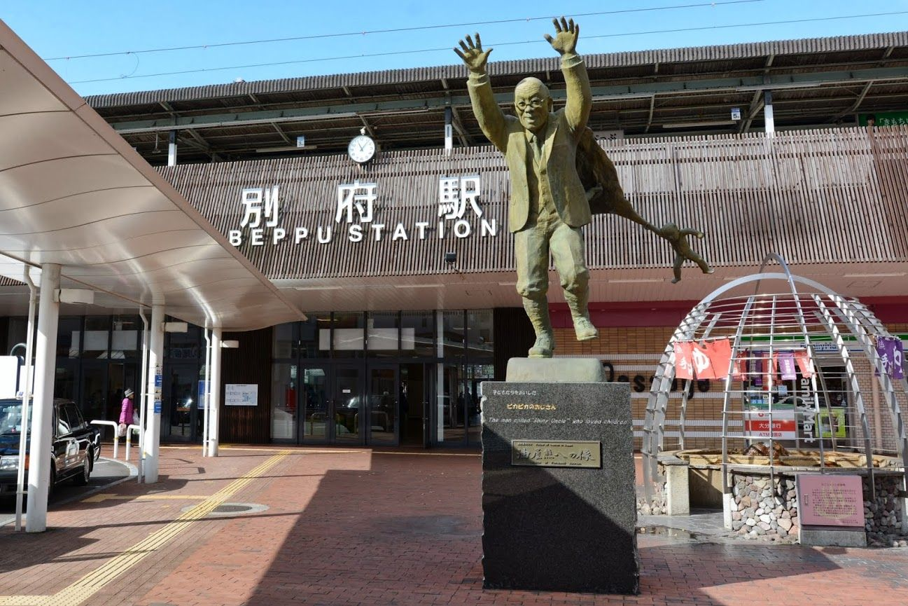 outside of Beppu station is a statue of the famous Kumahachi Aburaya, which promoted the tourism in Beppu