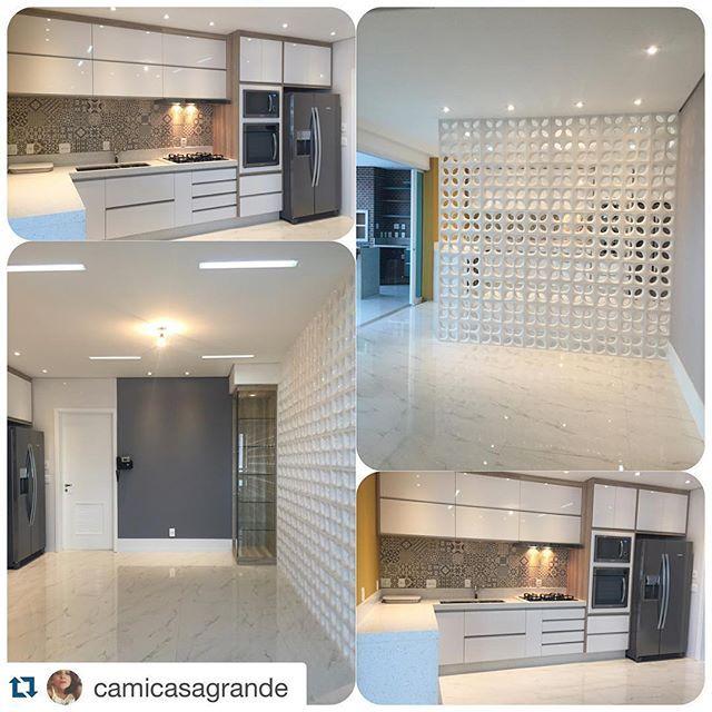 OLHA ELAAAA! Parede de cobogó finalizada!  Projeto de @camicasagrande para loja @leilabertelliarteinteriores  #homedesign #bestoftheday #cobogó #cozinha #interiores  Quer saber mais sobre nossos projetos e inspirações? Nos siga no Facebook (link na bio)