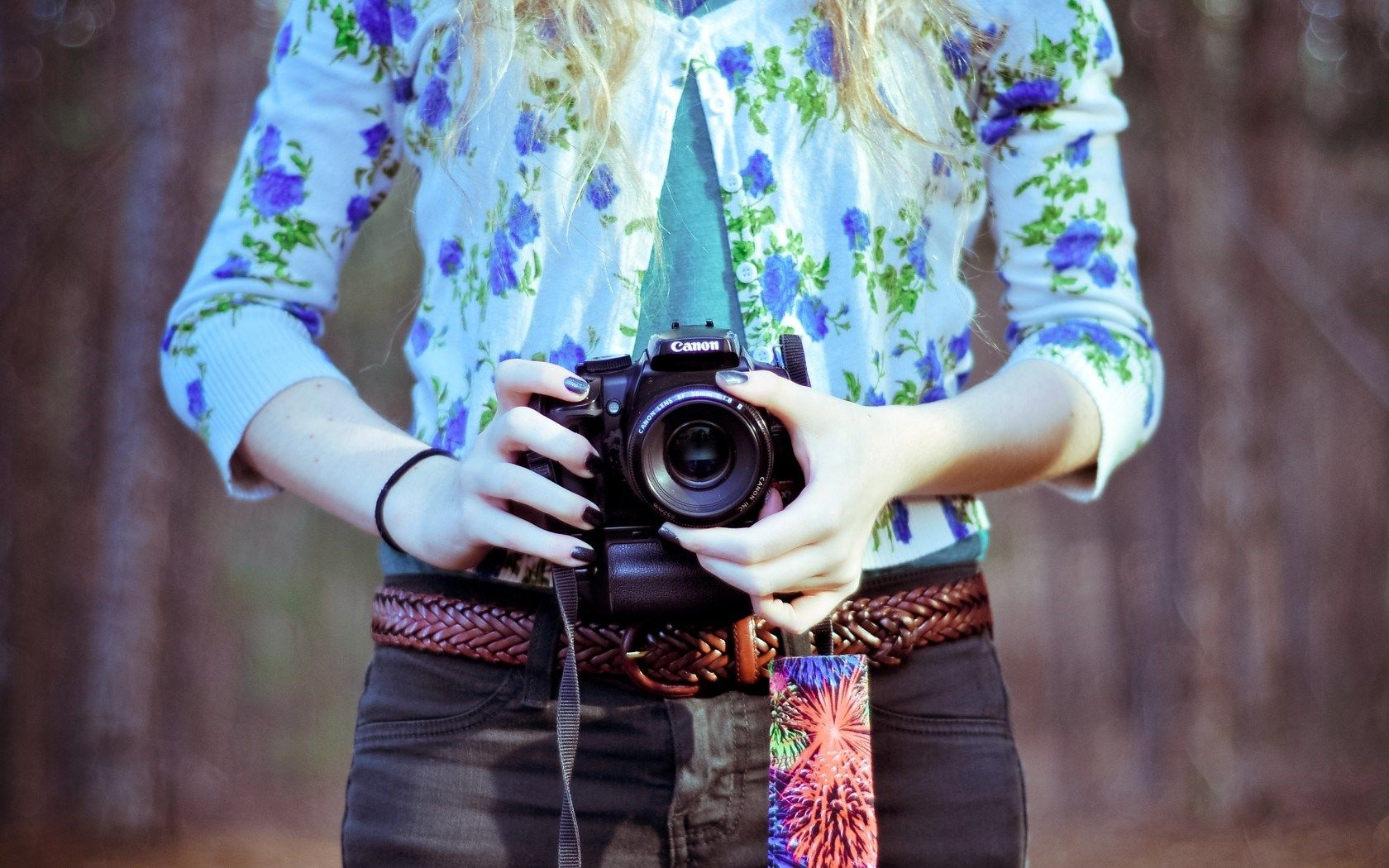 Canon Dslr Forest Girl Floral Shirt Hd Wallpaper Cool Wallpapers
