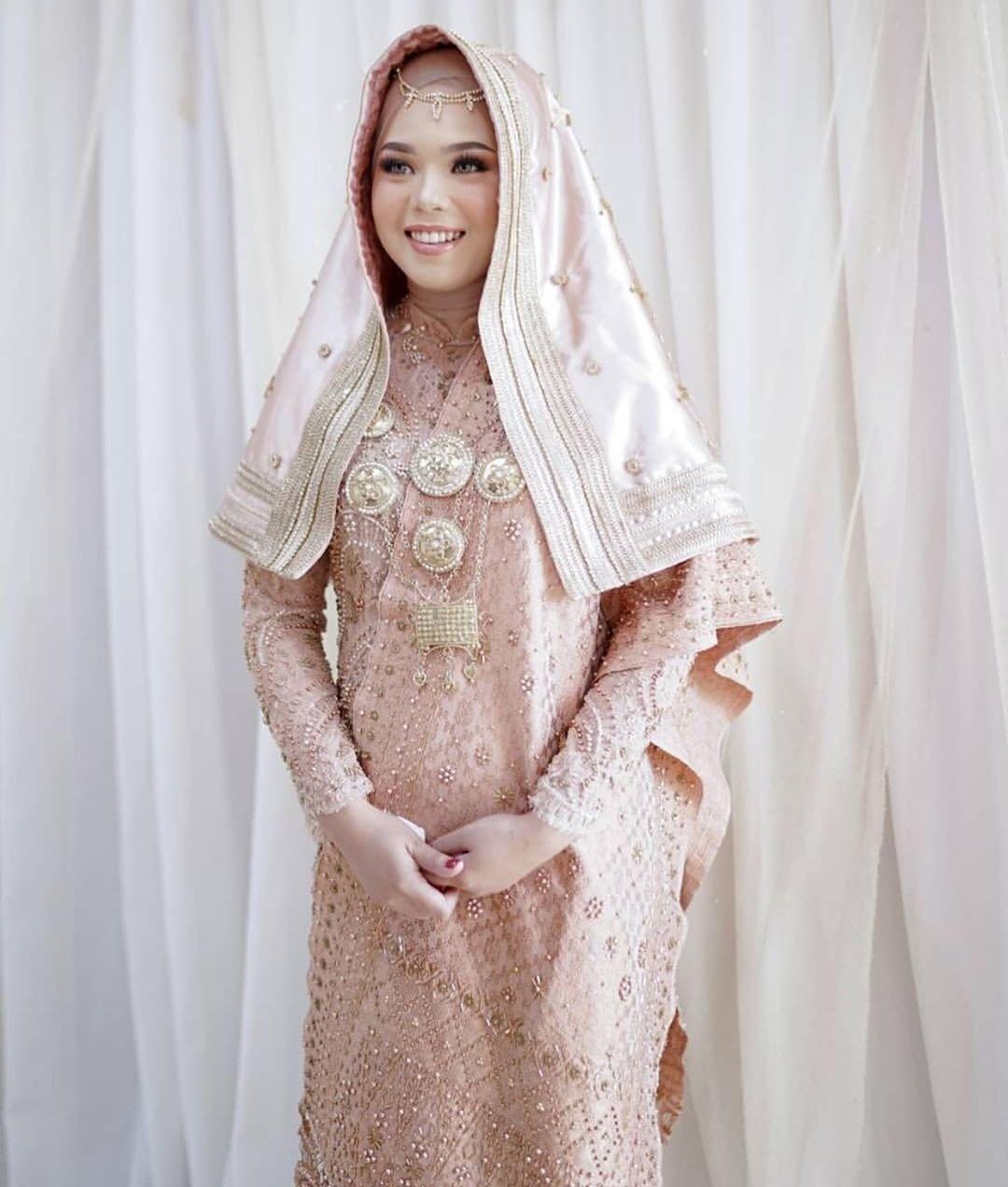 Baju pernikahan koto gadang rose gold di 8  Pengantin