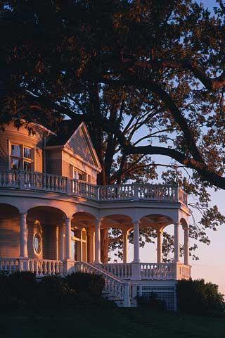 Sommerabend in einem alten viktorianischen mit Veranda und Pavillon., #Dreamhous...