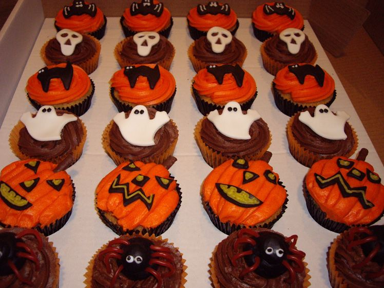 halloween decorations | ... chocolate sponge and buttercream, with various Halloween decorations