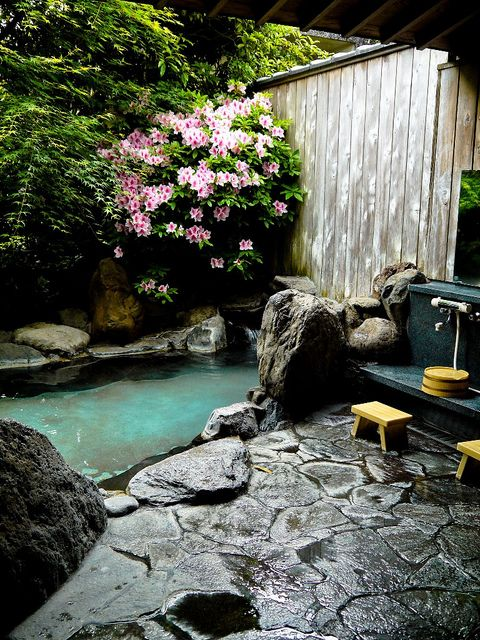 Outdoor onsen in 2019 zen garden design japanese bath for Zen pool design