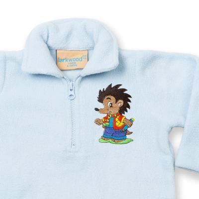 Pullover Kinder- und Babypullover mit gesticktem Igel. Bestickter Baby und Kleinkindpullover aus 100% Polyester Microfleece