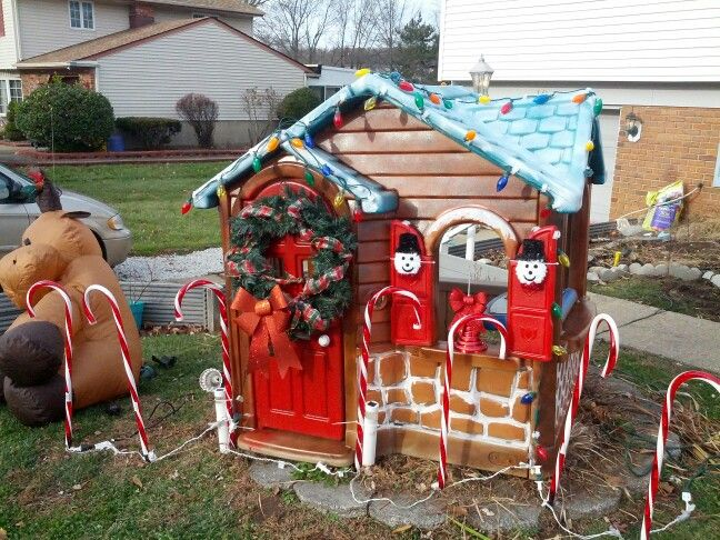 Turn Old Plastic Playhouse Into Gingerbread House Christmas Gingerbread House Outdoor Christmas Decorations Christmas Crafts Decorations