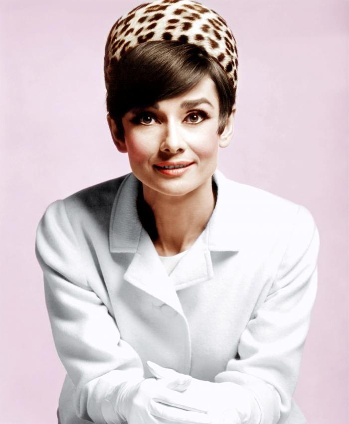 Audrey Hepburn sobre malva