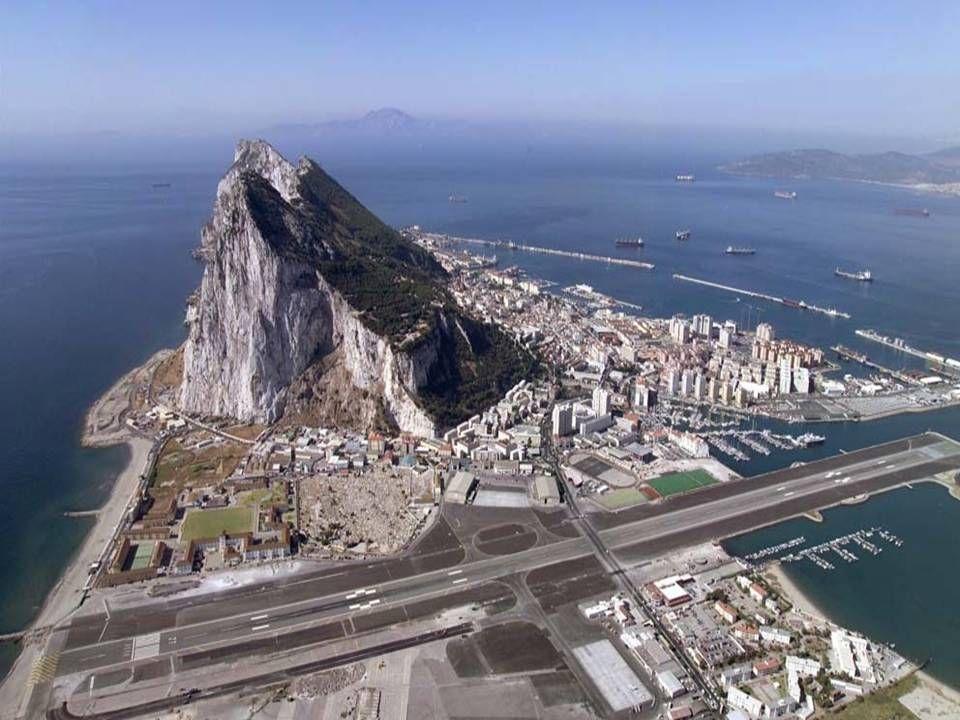 Bizar Er Loopt Een Weg Door De Luchthaven Van Gibraltar Nieuws Rock Of Gibraltar Gibraltar Airport Spain