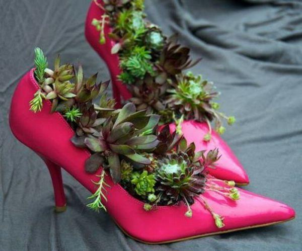 deko-ideen-für-den-garten-rosa-damenschuhe-fettpflanzen | garten, Best garten ideen
