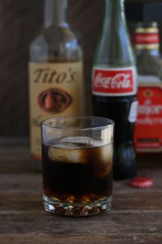 DP shootout - Tastes just like a Dr. Pepper!! made up of vodka, amaretto and coke. It's easy to whip together when playing bartender. || recipe from cookingwithcocktailrings.com #texas #texan #cocktail
