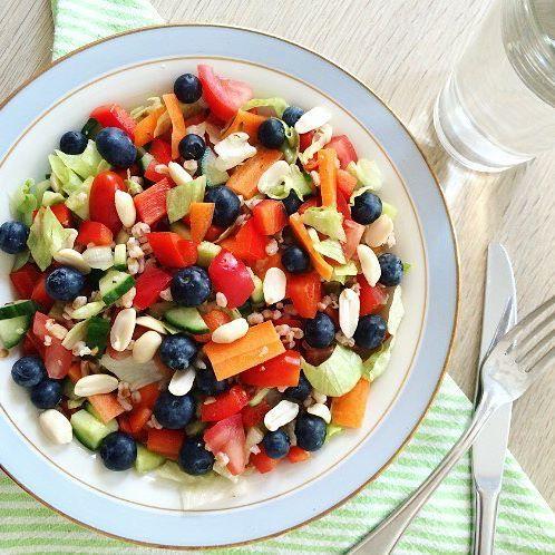 Salat Med Speltkerner Usaltede Peanuts Blåbær Agurk Tomat