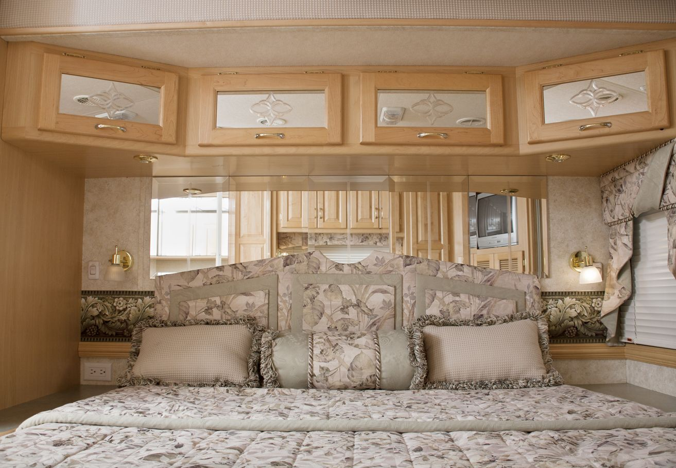 Fifth Wheel Rv King Or Queen Size Bed