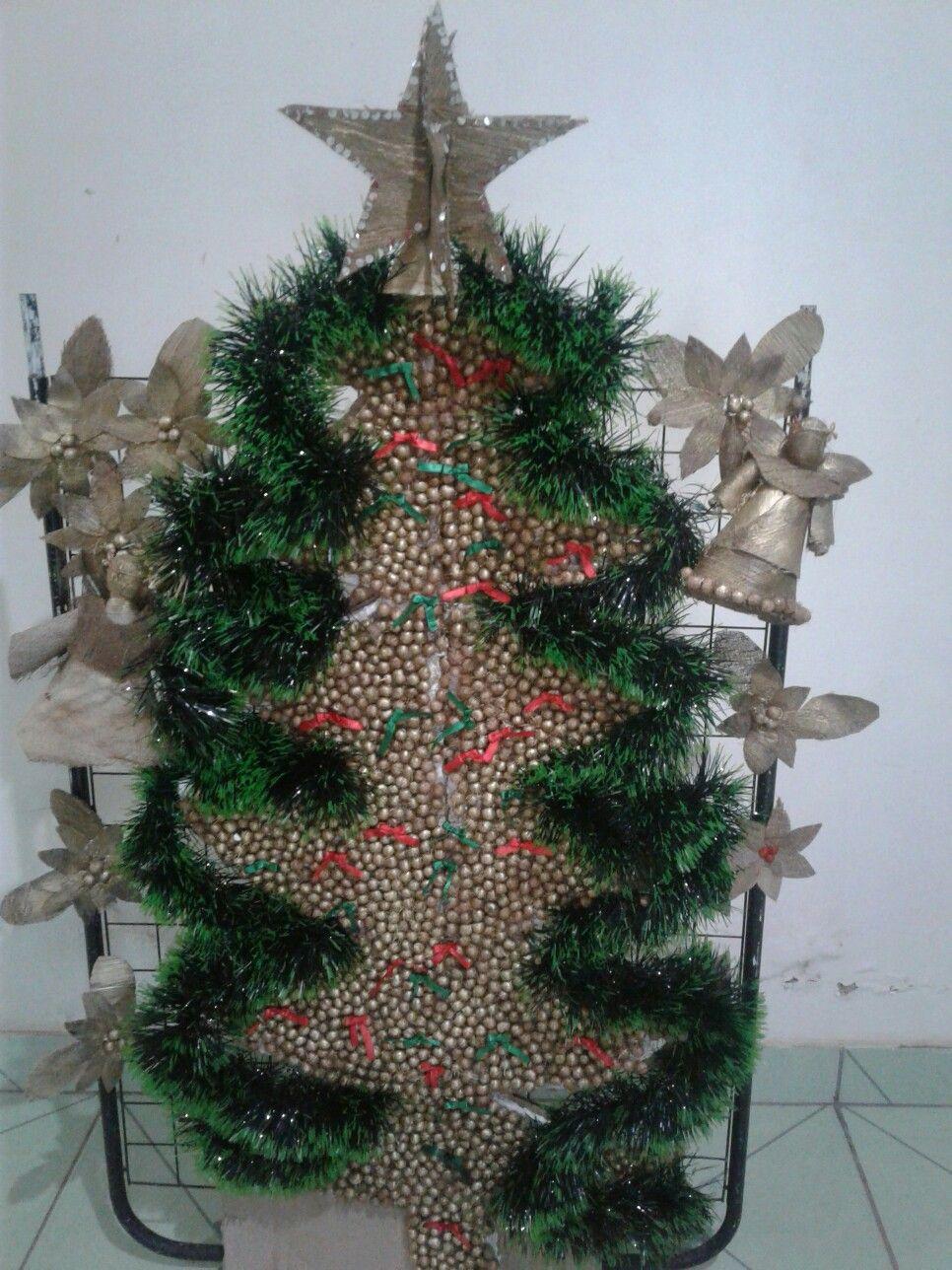 Arvore De Natal Feita Com Sementes De Acai E Anjos Feito Com A