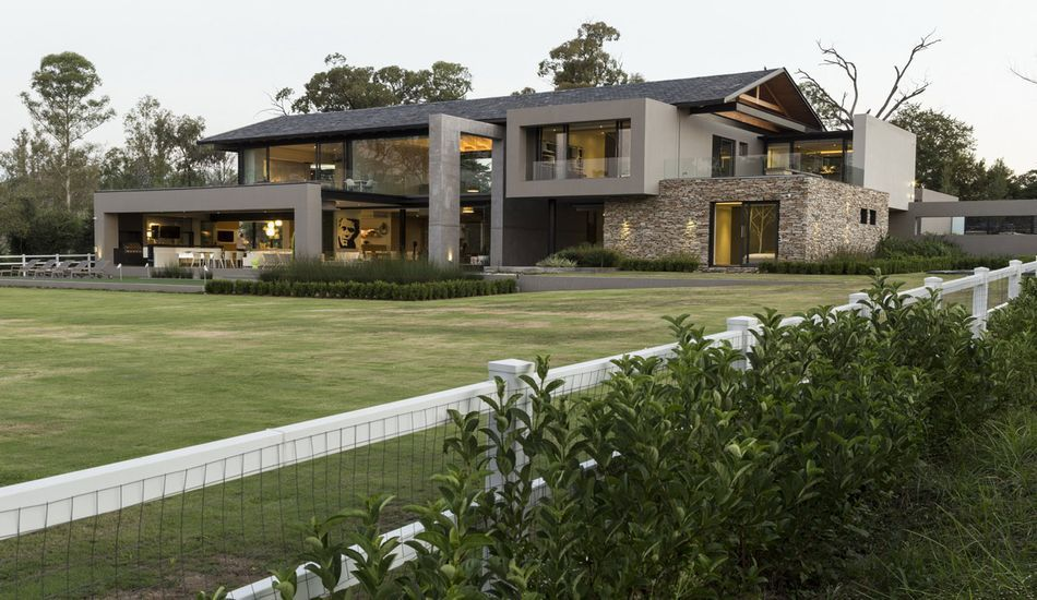 Villa de luxe contemporaine avec piscine int rieure for Villa contemporaine interieur