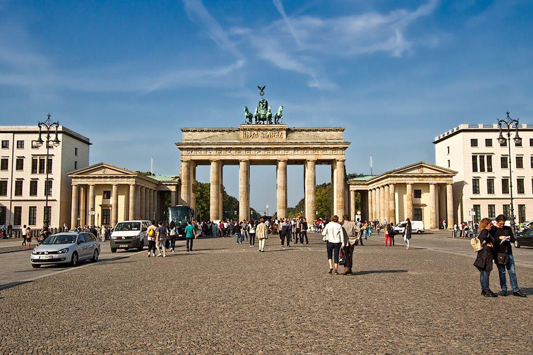 Photo Brandenburg Gate In Berlin Brandenburg Gate Travel Globe Brandenburg