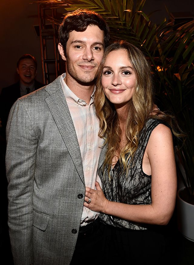 Leighton Meester And Adam Brody Adorably Snuggle Up In Rare Couple Pic Adam Brody Leighton Meester Celebrity Couples