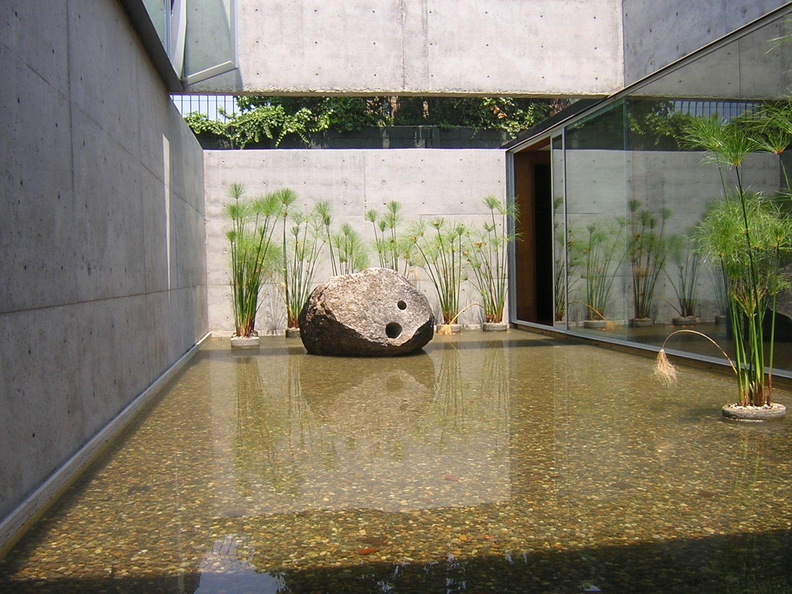 Espejos de agua y piscinas grupo alerce paisajismo for Jardines modernos minimalistas
