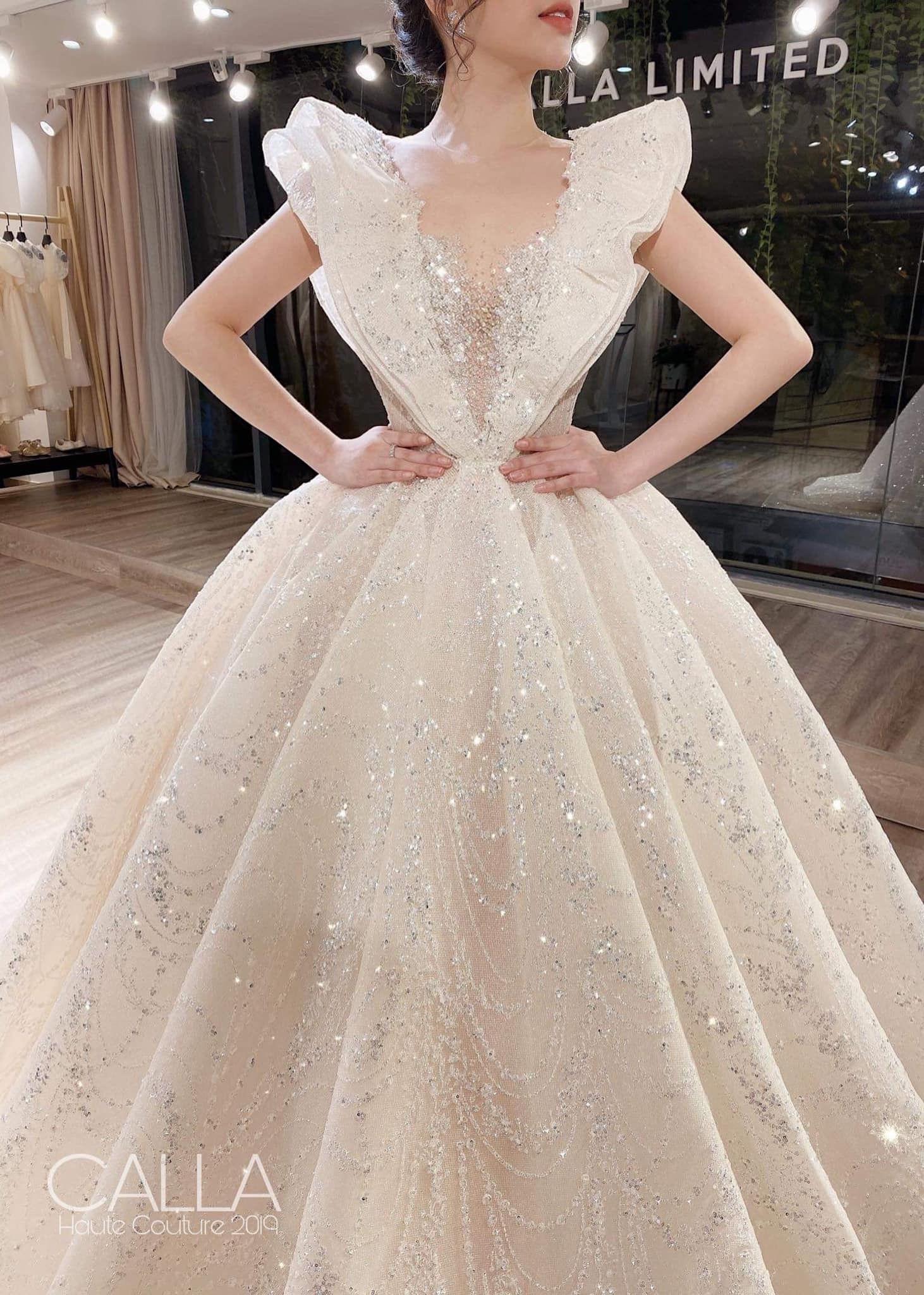 Pin By Ester Linggarwati Gunawan On Fairy Tale Wedding Dress Fancy Wedding Dresses Wedding Lehenga Designs Pretty Dresses