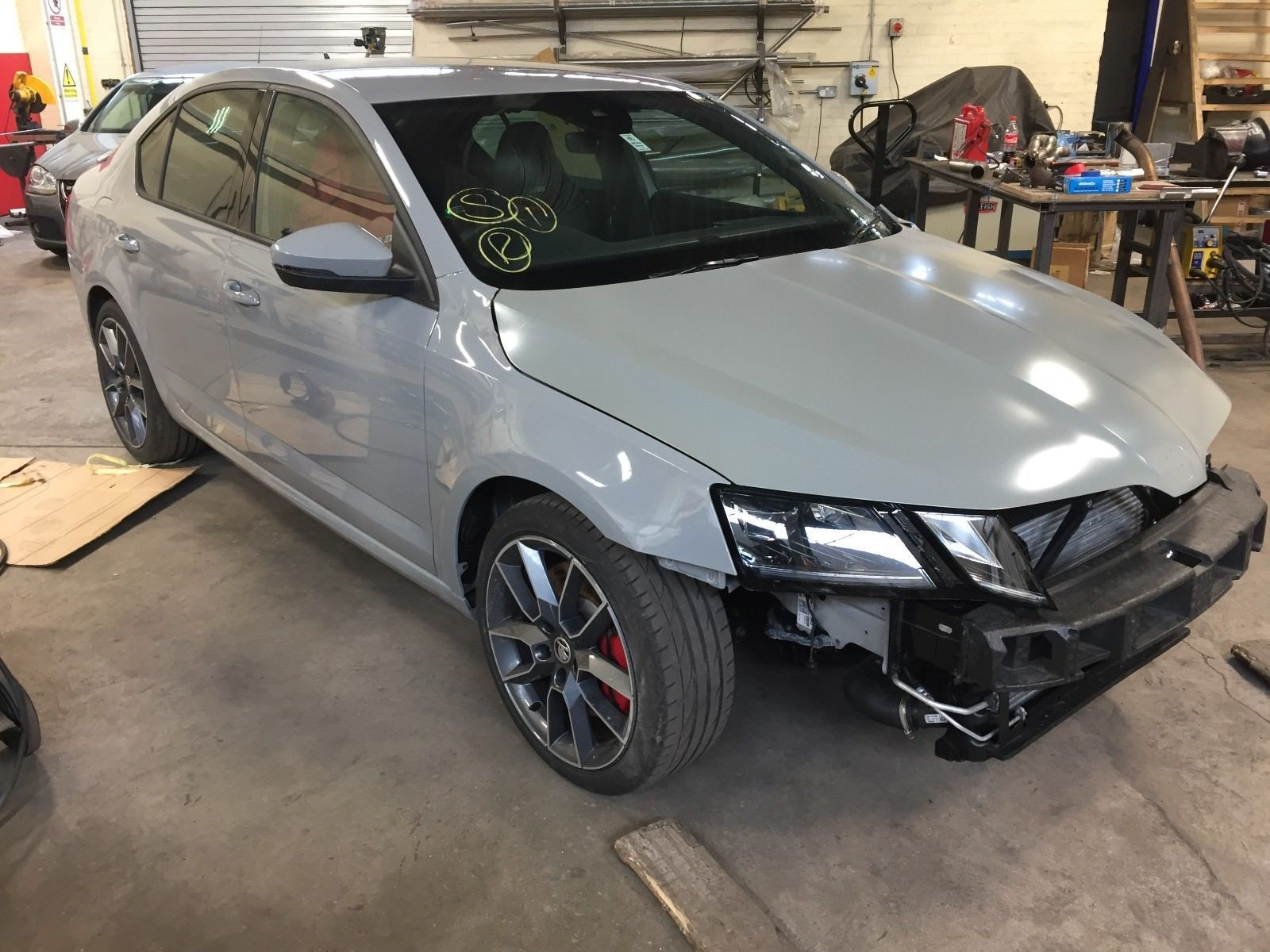 2017 skoda octavia vrs grey only 4000 miles damaged repairable