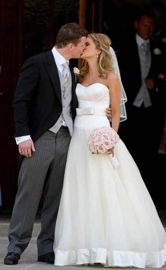 Actress Amy Huberman Marrying Irish Rugby Start Brian ODriscoll In Gown From Stephanie Allin