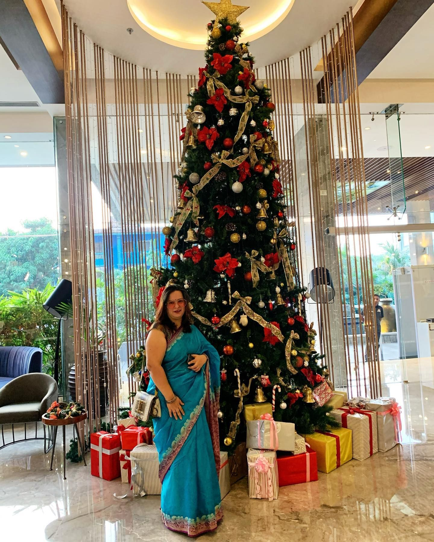 My favourite time of the year.. A beautiful Christmas Tree Lighting Ceremony at @lemeridiengoa awesome music.. Christmas carols.. a scrumptious spread of sweets and savouries and a wonderful time spent with family 😍 . . . .  #christmasiscoming #christmasfeels #favouritetimeoftheyear #ikreatepassions #goablogger #christmastreelighting #christmastree #goalifestyleblogger #lifestyleblogger #goafoodblogger #foodblogger #desifeels #saree #dressedinasaree #ikreatepassions #flashesofdelight 📸 @armaan