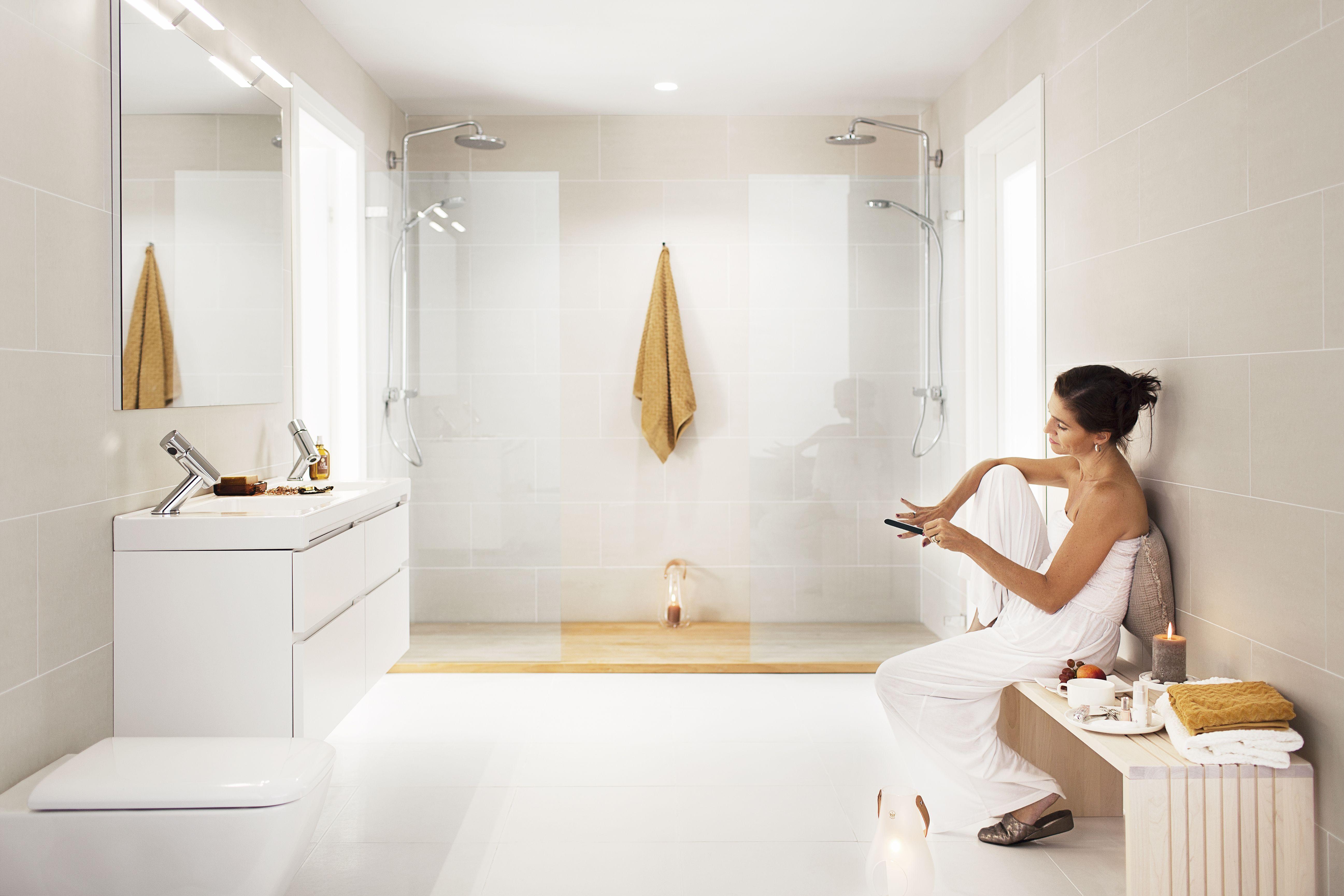 Kattovalaisin riittää hyvin esimerkiksi rentoon suihkuhetkeen tai nautinnolliseen kylpyyn.