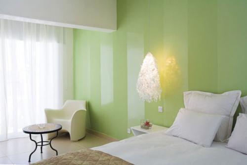 Ideas Para Pintar Las Paredes Combinar Pintura Mate Y Satinada En La Misma Pared Paredes Rayadas Colores Paredes Pared Color Verde