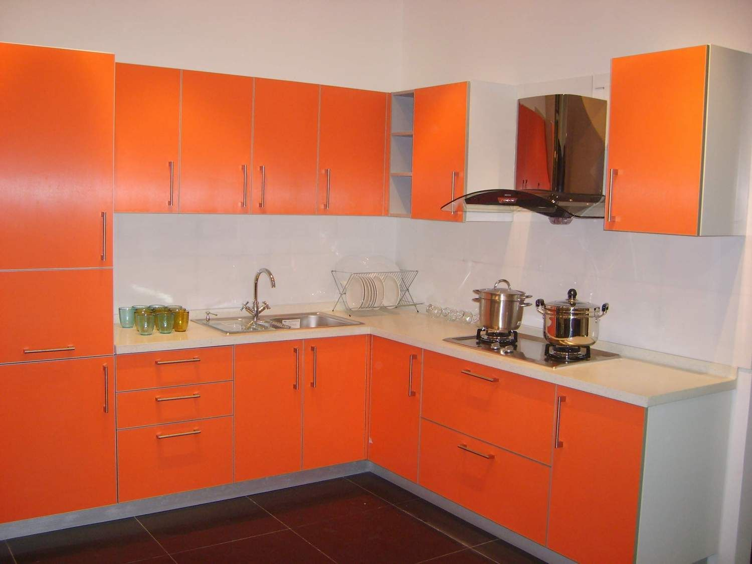 Red And Orange Kitchen Ideas Part - 35: Stylish Orange Kitchen Designs For A Lighter Look : Delightful Orange And  White Kitchen Decoration With Black Ceramic Tiles Flooring And Ora.