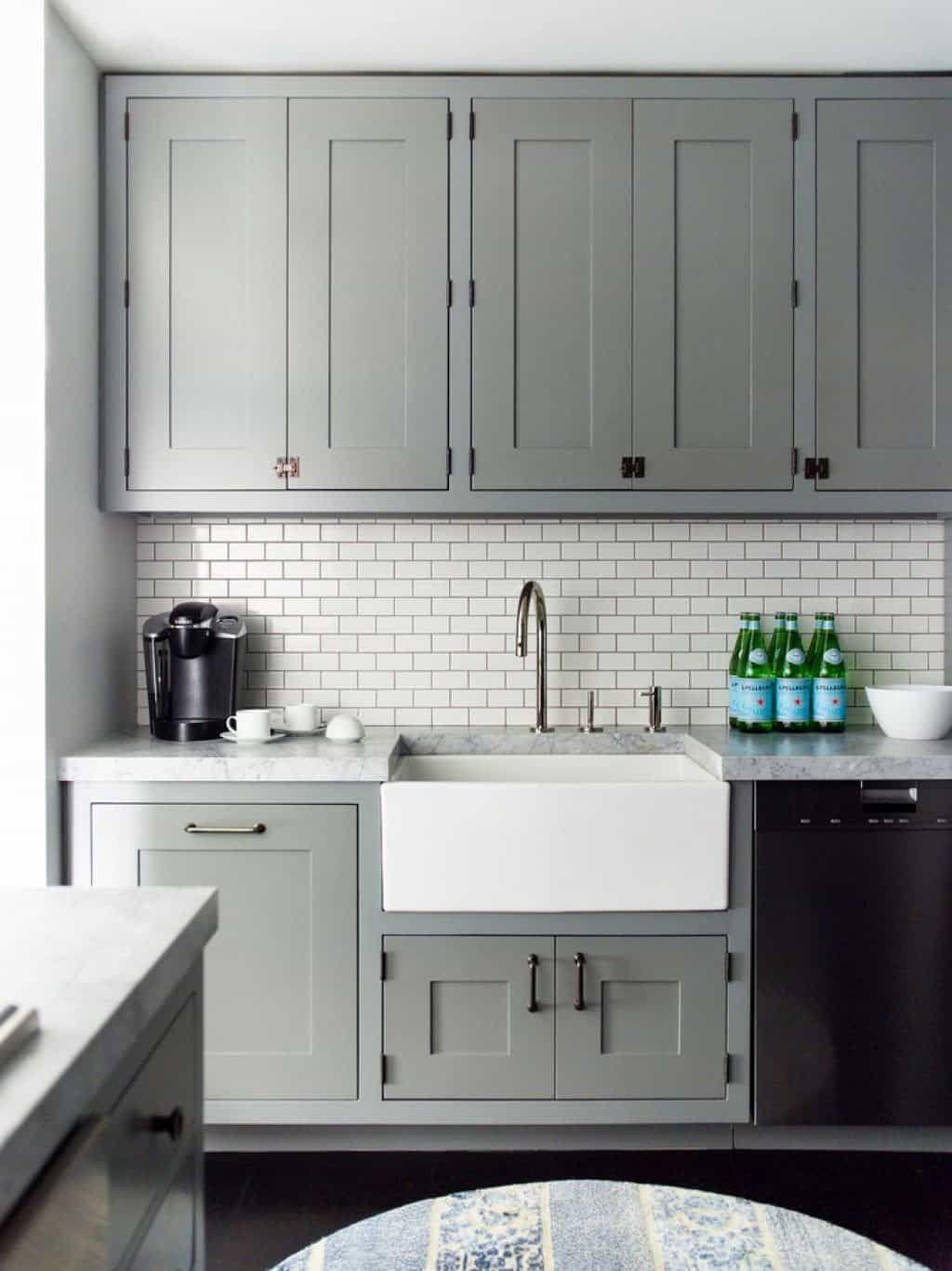 Die Installation Von U Bahn Fliesen Für Ihre Küche Backsplash .