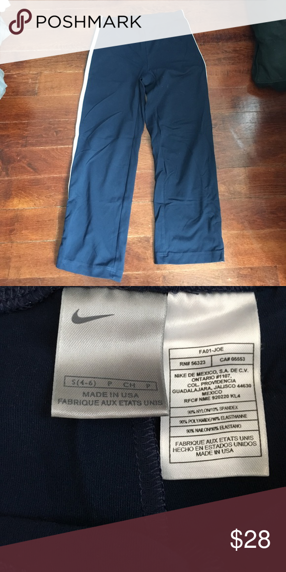 Cropped Nike pants Cropped Nike pants in navy with white
