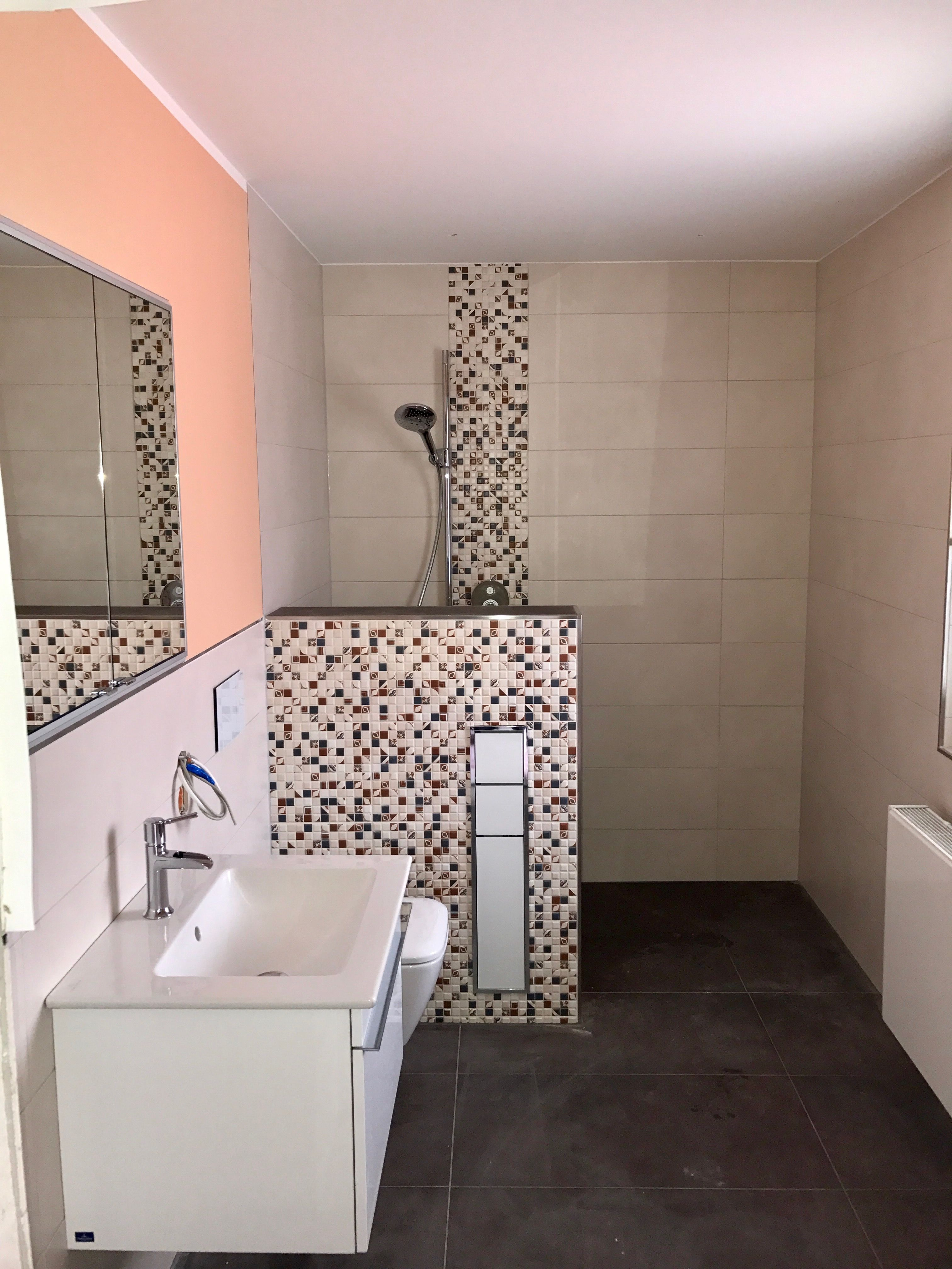 Bad Mit Trennwand Zur Bodengleichen Dusche Und Einbau Modul Am Wc Trennwand Badezimmer Dusche