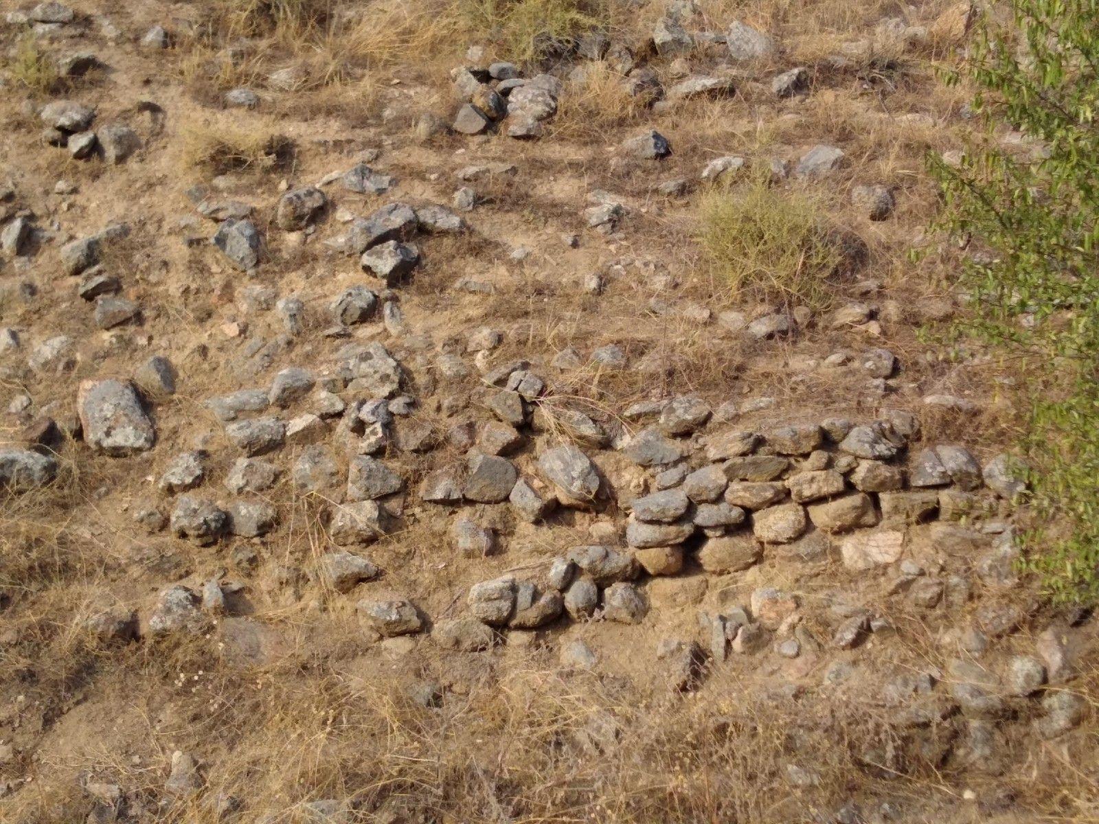 Bancal artificial para sujetar los aterrazamientos, está hecho superponiendo piedras