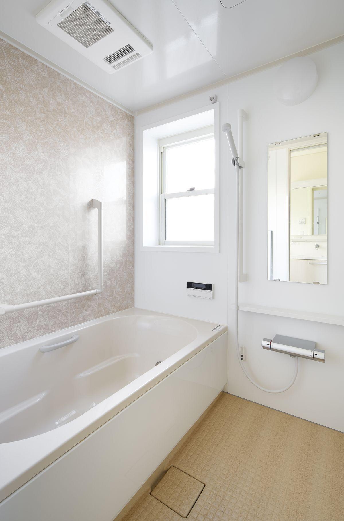 施工事例 浴室 お風呂 手すりと浴室暖房乾燥機を付けて安全に入浴