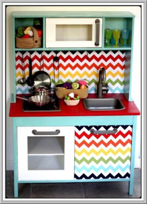 collage de tissu imprime pour personnaliser une cuisini re d 39 enfants ikea who wants to craft. Black Bedroom Furniture Sets. Home Design Ideas