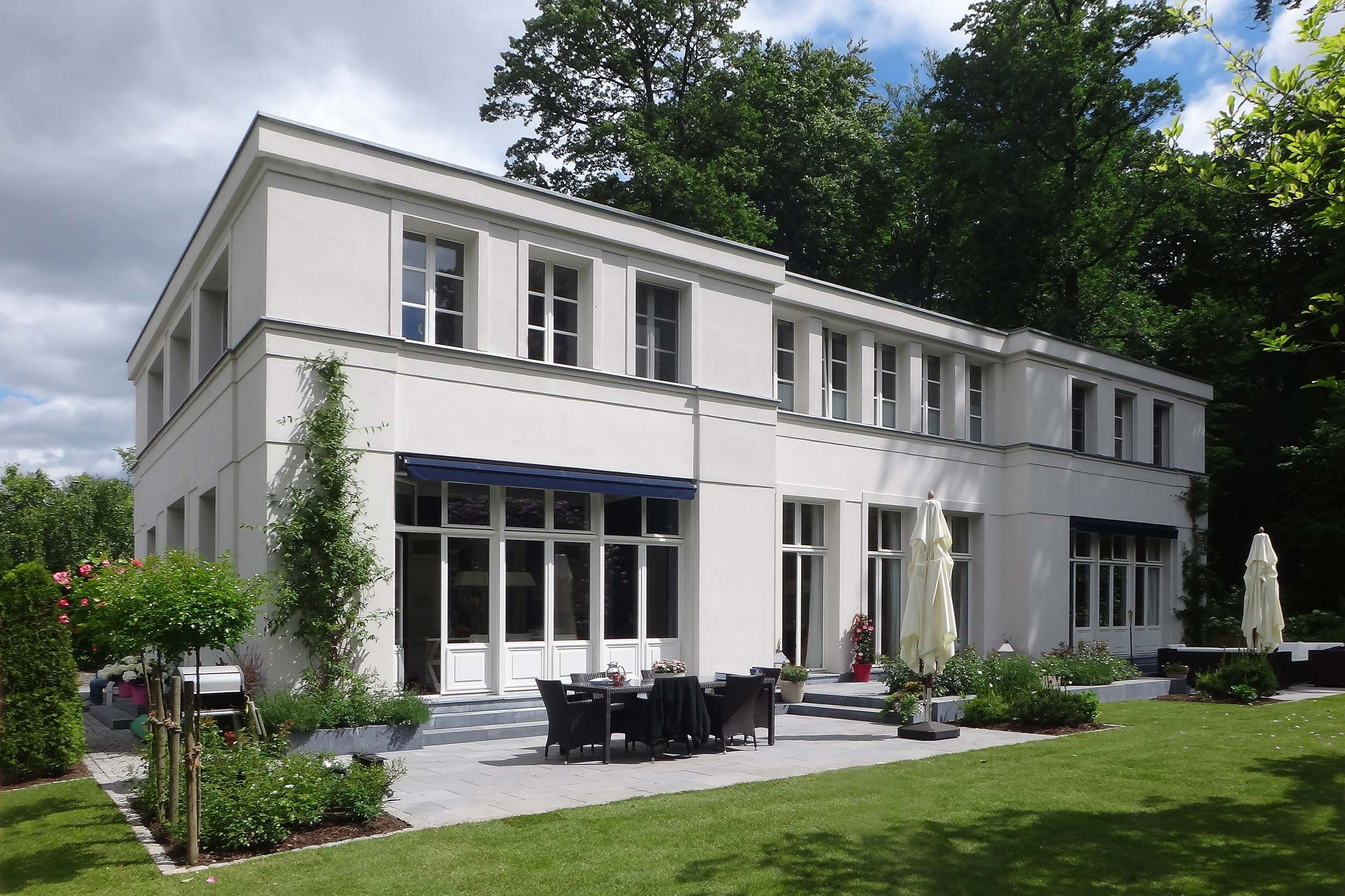 Projektauswahl von Wohn und Geschäftshäusern, Villen