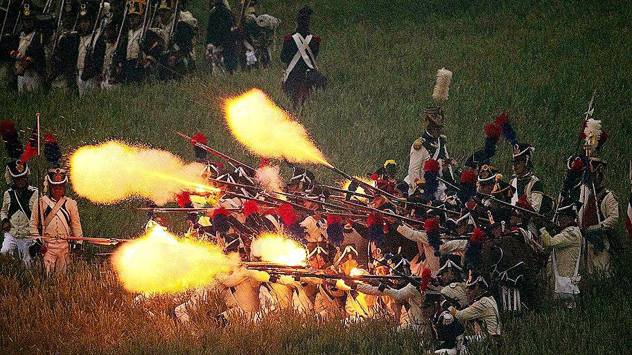 Yves Herman/Reuters - Reencenação da batalha que comemora os 200 anos da Batalha de Waterloo, na Bélgica.Foto:Yves Herman/Reuters