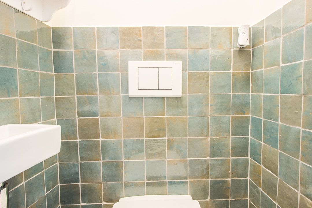 Zelliges 10×10 blauw blue delave #toilet #wand #wall #tegels