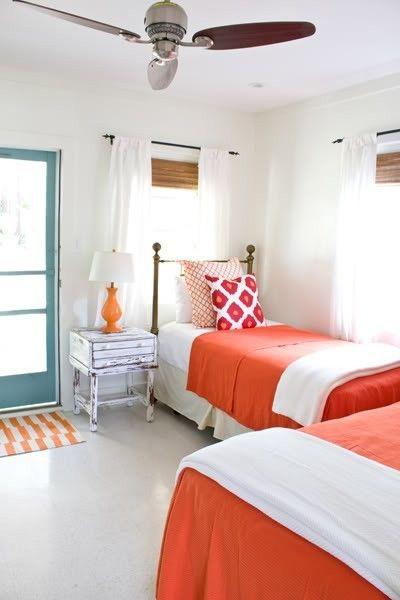 Sábanas naranja, velador naranja y alfombra naranja! - Tybee Island vacation rental