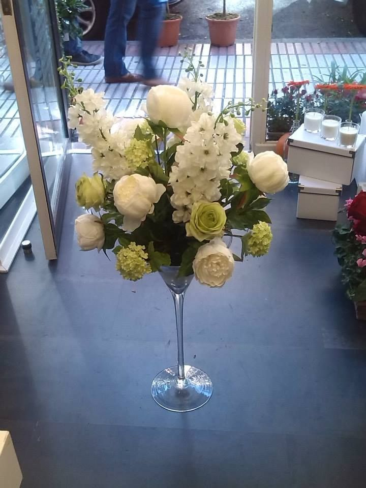 Arreglos florales en copas grandes buscar con google for Decoracion copa efecto espejo